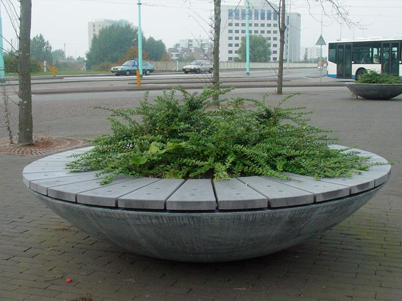 Combinatie van plantenschaal en betonnen straatmeubilair - ABC Beton